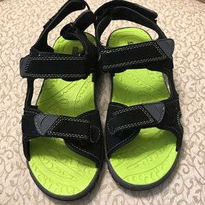 NWOT Khombu Kids River Sandal green/black Sz Y4